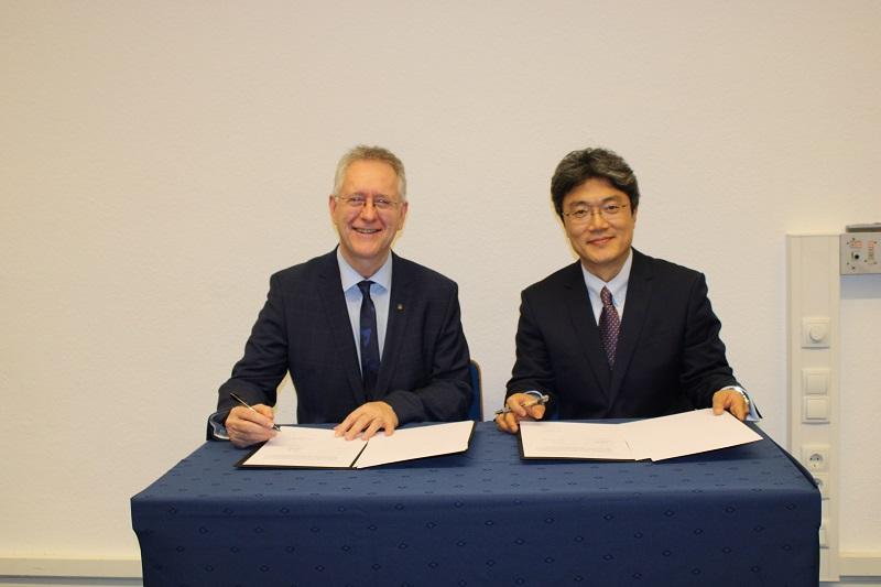 Vertragsunterzeichnung zwischen der Rheinischen Friedrich-Wilhelms-Universität und der Beijing Language and Culture University